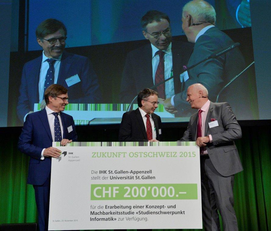 Zukunft Ostschweiz, IT-Bildungsoffensive, HSG, Checkübergabe, Peter Spenger, Kurt Weigelt, Thomas Bieger